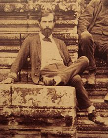 220px-Lieutenant_de_vaisseau_Francis_Garnier_Angkor_Vat_1866