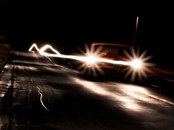 3053-phares-de-voiture-de-nuit-WallFizz