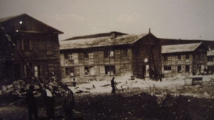 construction de baraques en bois à Magadan