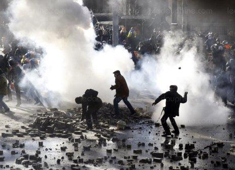 scenes-de-violence-toute-la-journee-hier-a-kiev-photo-afp-1420346802