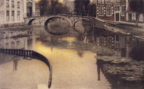 Fernand-Khnopff-Memory-of-BrugesThe-Entrance-of-the-Beguinage1904