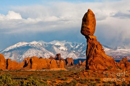 la-sal-mountains-and-balanced-rock-arches-national-park-dan-hartford
