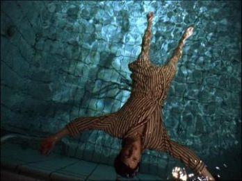259355795-flims-couler-flotter-sur-l'eau-cadavre-etre-humain