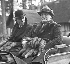 Bundesarchiv_Bild_102-17986,_Schorfheide,_Lord_Edward_Frederik_Halifax,_Hermann_Göring_crop