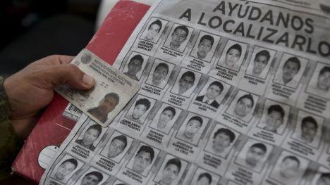 des-soldats-de-l-armee-mexicaine-inspectent-un-vehicule-pres-d-iguala-pour-tenter-de-retrouver-les-etudiants-disparus-le-30-septembre-2014_5120354