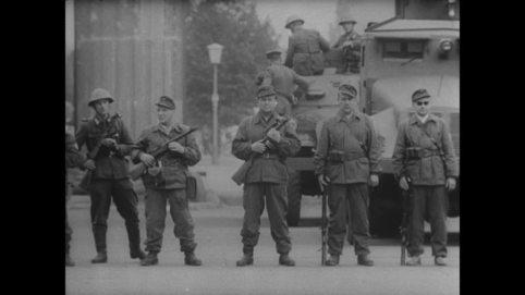 465388455-vehicule-de-combat-d'infanterie-ultimatum-de-khrouchtchev-troupes-frontalieres-de-la-rda-construction-du-mur-de-berlin
