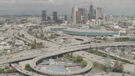 826424990-los-angeles-convention-center-staples-center-echangeur-d'autoroute-route-surelevee