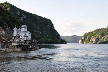Danube_Les-Portes-de-Fer_Entre-Serbie-et-Roumanie_01_12_2014-e1461938685968