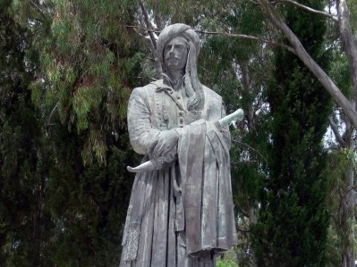 george-gordon-byron-statue-missolonghi-greece-fingalo-wikimedia-commons