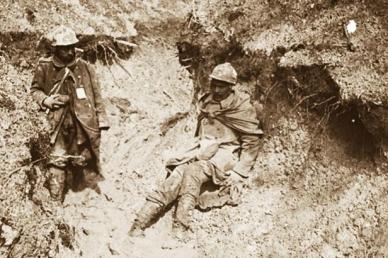 Verdun-blessé-dans-la-boue.-Crédit-photo-exposition-De-boue-et-de-larmes