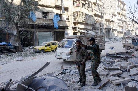 les-bombardements-aeriens-ont-ecrase-alep-toute-la-nuit-de-dimanche-a-lundi-afp-1508313090