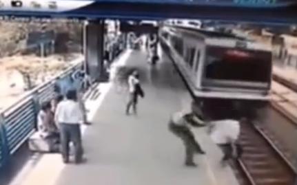 policier-colombie-sauve-homme-quai-metro-suicide