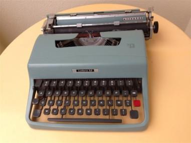 machine-a-ecrire-olivetti-modele-lettera-32-vintage