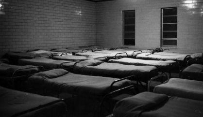 L-un-des-dortoirs-de-la-la-Dozier-School-photographie-dans-les-annees-1960_original_backup