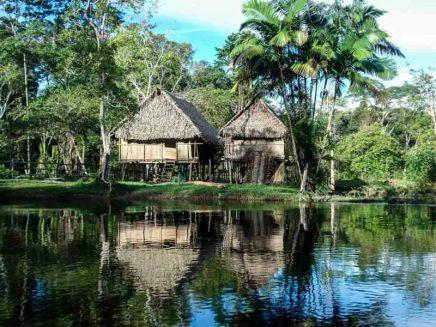 Village-Caboclos-amazonie-1-e1594043647502
