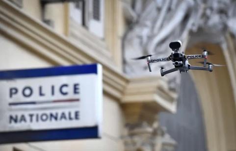 830x532_un-drone-de-la-police-illustration
