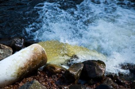 pollution-eau_06c7271c22d7c172775eee0292217b4ca3fe71e9